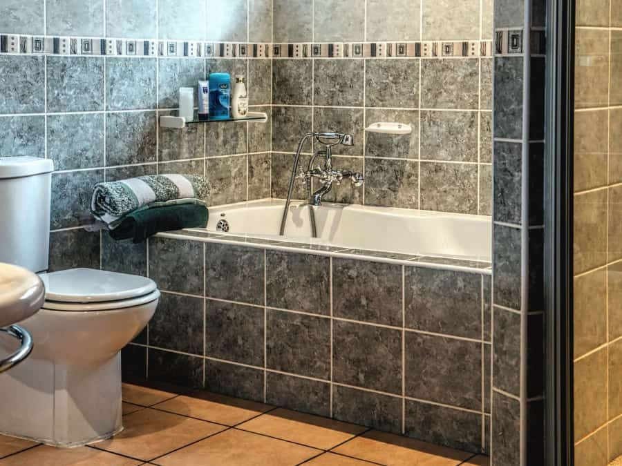 What Colour Goes With Grey Tiles in Bathroom? A Guide to a Modern Bath